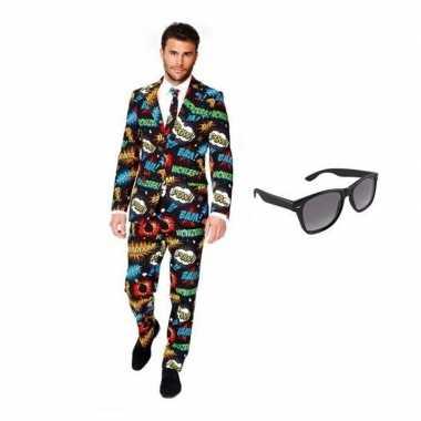 Heren kostuum met comic print maat 50 (l) met gratis zonnebri