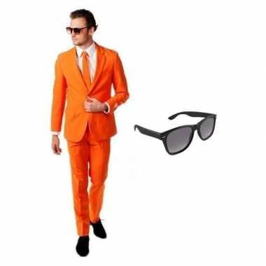 Oranje heren kostuum maat 52 (xl) met gratis zonnebril