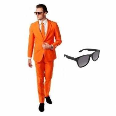 Oranje heren kostuum maat 54 (2xl) met gratis zonnebril