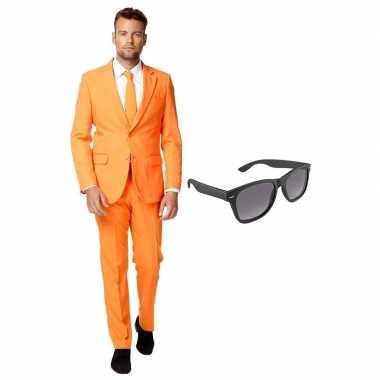 Oranje heren kostuum maat 54 (xxl) met gratis zonnebril