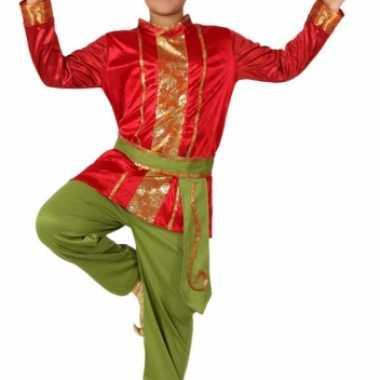Rood met groene oosterse kostuum
